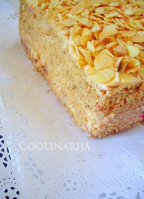 Moskva šnite torta sa višnjama ananasom lešnicima