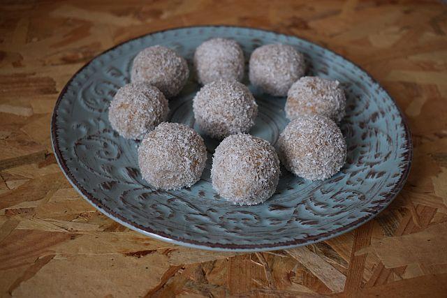 Kuglice sa jabukama keksom i kokosom