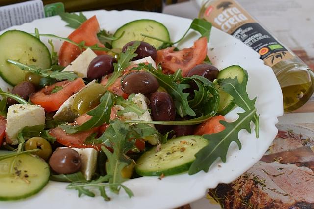 Salata sa maslinama
