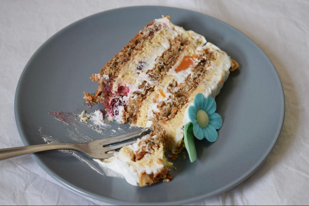 Vocna torta sa visnjama i korama od oraha